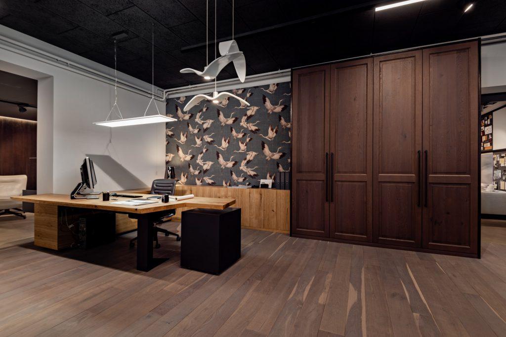 Riva 1920 Schreibtisch mit Brokis Nightbirds