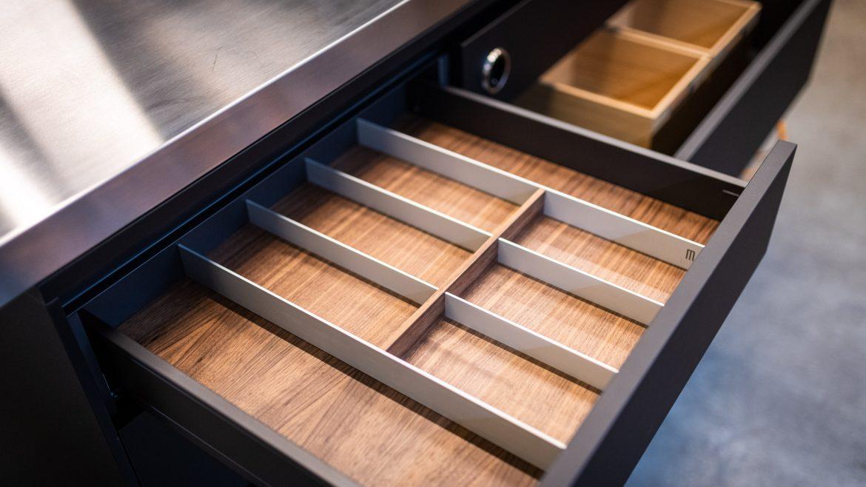 Besteckeinsatz in der Poliform Küche