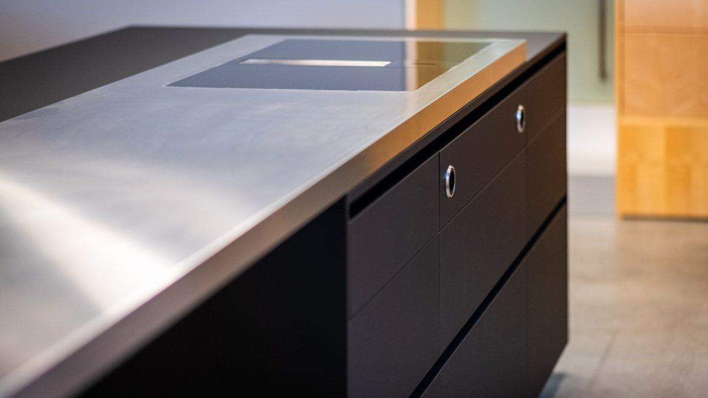 Edelstahloberfläche auf der Küche im M-Studio Reiter